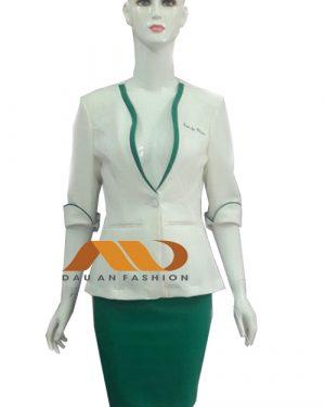Đồng phục lễ tân spa áo vest tay lỡ trắng phối xanh