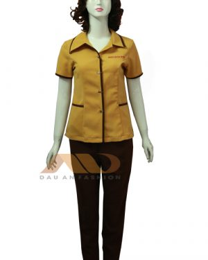 Đồng phục spa màu nâu vàng cổ đứng qs0067