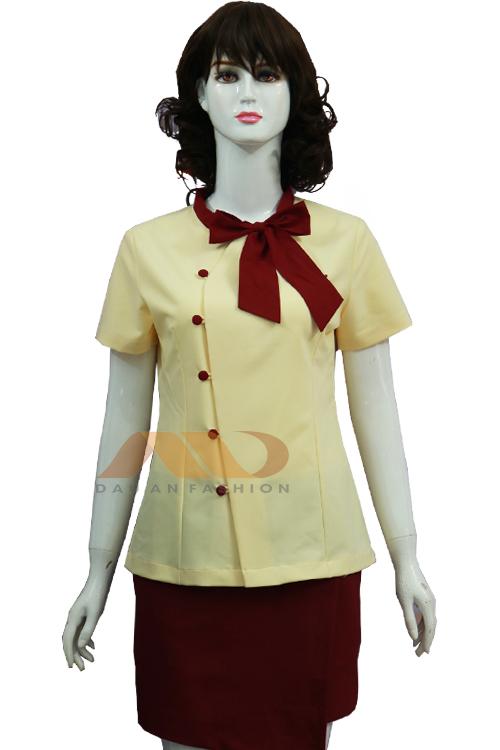 Đồng phục nhân viên đầm vàng phối nơ đỏ