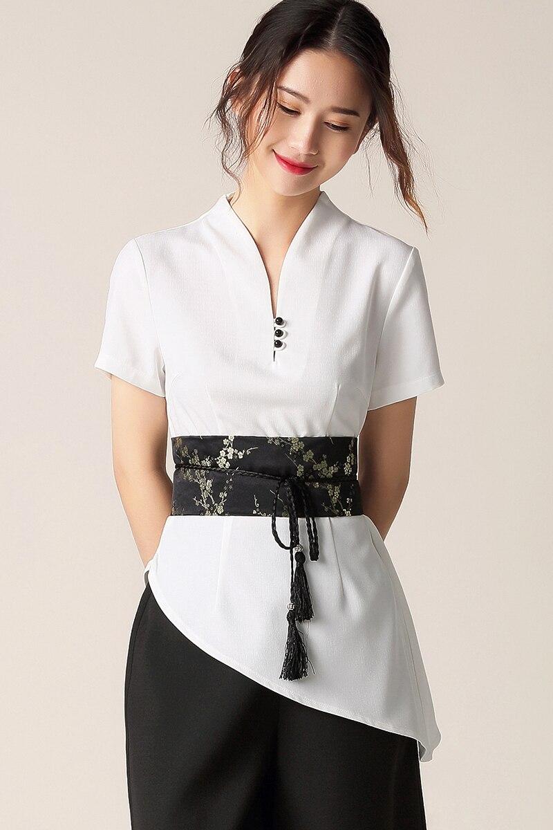 Đây là chắc chắn là mẫu đồng phục cho spa đẹp được ưa chuộng nhất hiện nay. Cổ áo mới lạ và kín đáo, thắt eo với viền hoa cùng màu quần rất độc đáo và không đâu thời trang bằng.