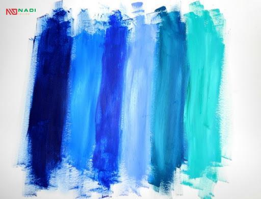 sự khác biệt trong sắc độ của màu xanh dương