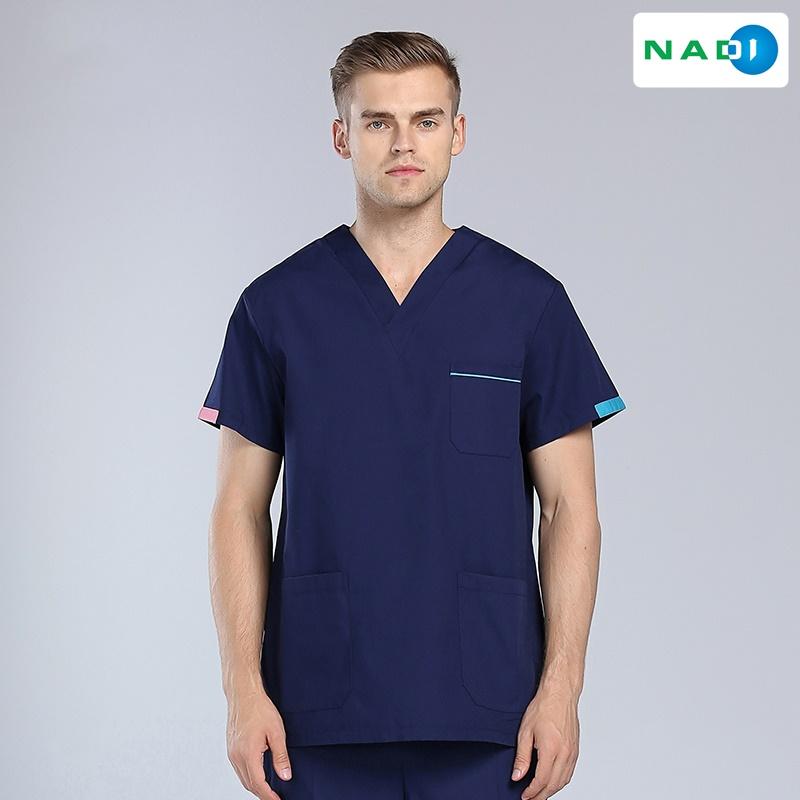 Hình ảnh đồng phục spa cổ tim dành cho nam, tưởng không đẹp ai ngờ đẹp không tưởng.