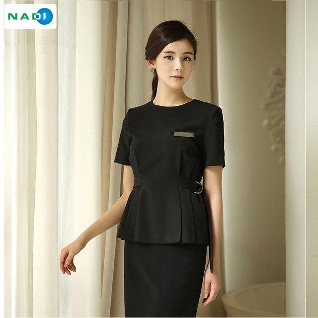 Đồng phục spa khách sạn thường được lựa chọn tông màu đen làm màu chủ đạo. Tạo cảm giác chuyên nghiệp và sang trọng