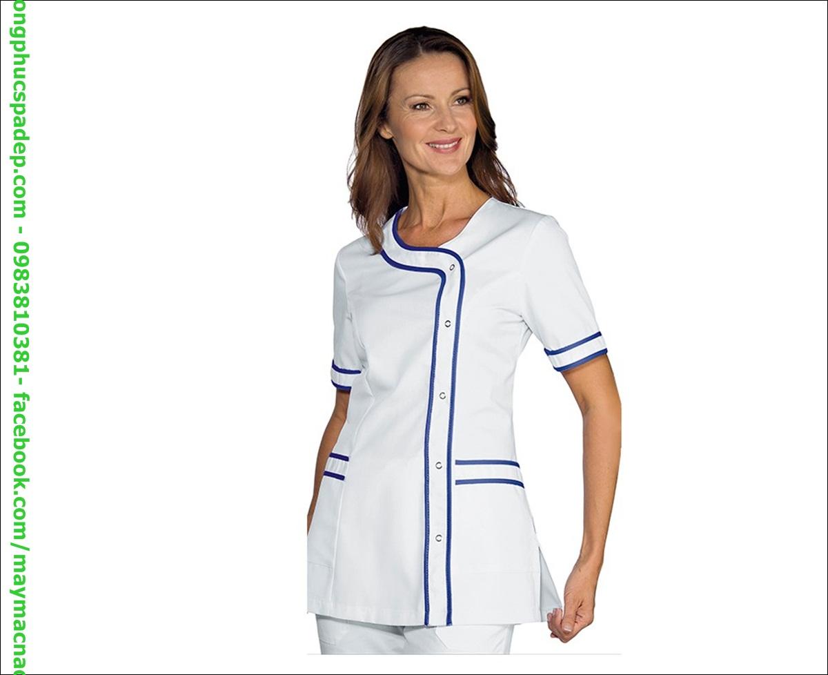 Đồng phục thiết kế cổ tròn tạo sự nhẹ nhàng, gần gũi từ nhân viên đến với khách hàng.