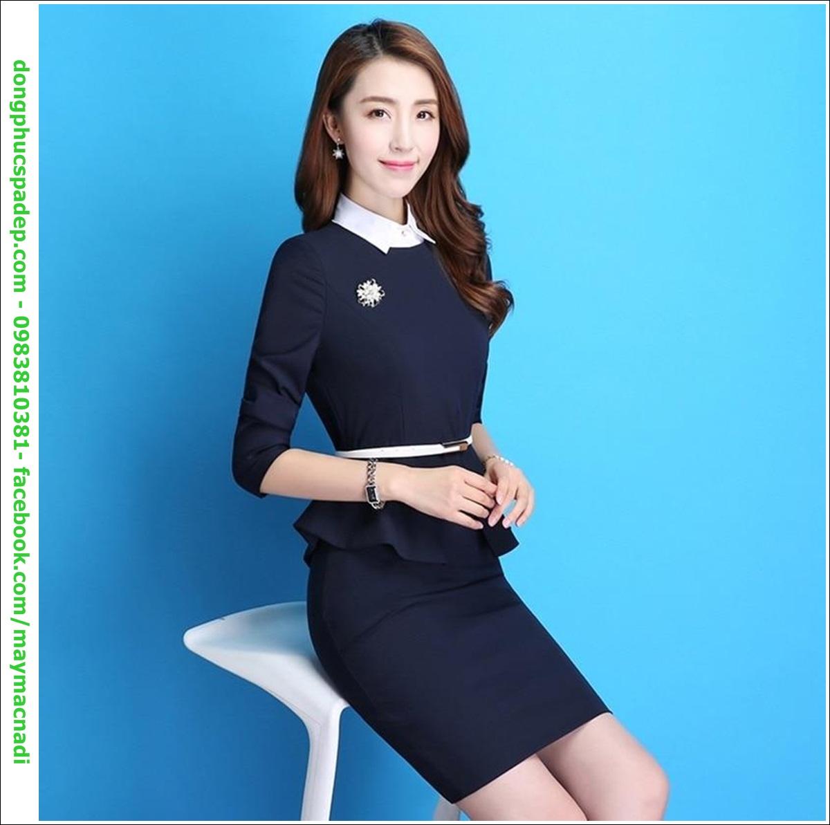 Các mẫu váy đồng phục spathường được thiết kế khá đơn giản với logo doanh nghiệp, không cầu kỳ, màu mè, với tông màu trơn